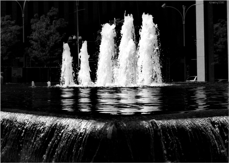 Best of Fountain pic. One of my favorite click.  #dpcblackandwhite #kingcollection #dpcsymmetry #pcrunningwater